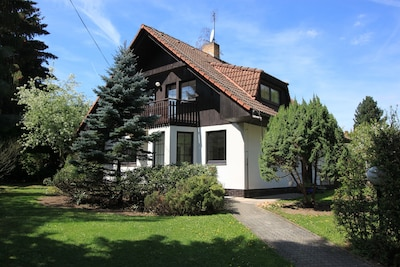 IdyllicPrague Conifer Cottage 13 minutes by buses 316,356 from Prague City Metro