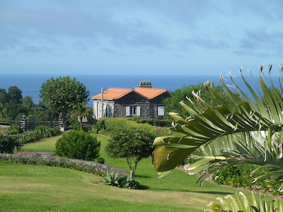 Blick auf Casa da Laranja und Atlantik