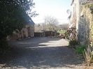 Central courtyard between Les Moulins and Hirondelle.