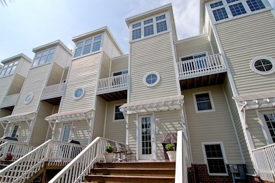 Spectacular townhome with Weber Grill on the Front Deck