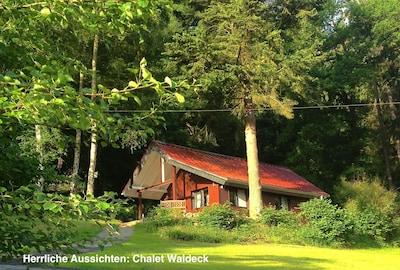 Chalet Waldeck: Romantisches Holzhaus am See