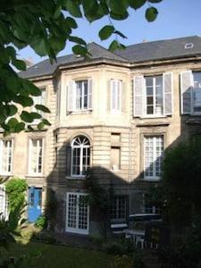 La Maison de Famille Façade côté jardin