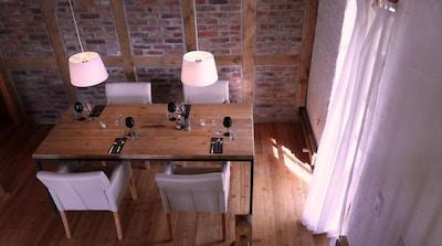 Appartement M.: Essbereich auf Ebene 1 mit Zugang zum Balkon