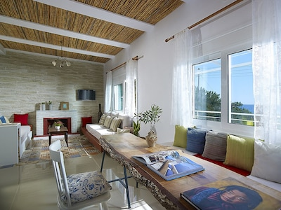 Dining table - Villa Charoupi