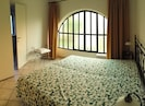Schlafzimmer 1 mit Doppelbett (200x200 cm)