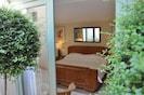 Master bedroom Maison Theodorit with super kingsize bed