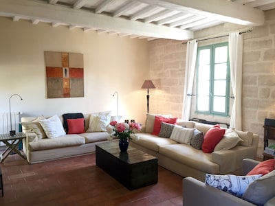 Maison Theodorit - spacious living room