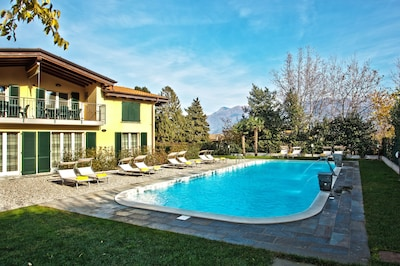 The pool at Griante residence number 9