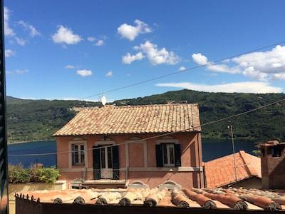 Genzano di Roma, vista lago dal borgo antico.