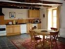 Rainbow Cottage - kitchen and dining area