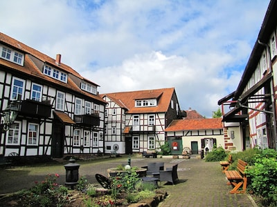 Hofraithe; Blick in den Innenhof mit viel Platz zum verweilen, kommunizieren, ..