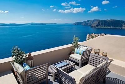Perfect Hideaway Studio - the balcony and the view towards Thirassia Island