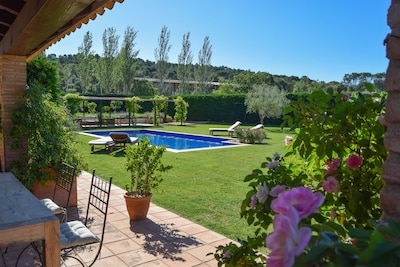 Medieval village Farmhouse.Surrounded by fields,  pool , A/C , Wi-fi .Garden .