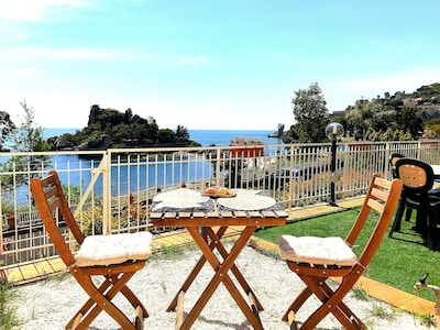 Isola Bella Apartment :The terrace and the view