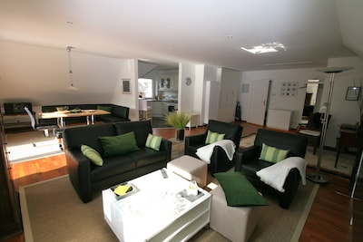 DG Wohnung ca. 90 qm großzügig u lichtdurchflutet