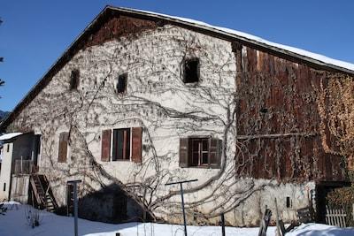 La maison Constant Granger, abritant l'appartement le Criou et le studio le Tuet