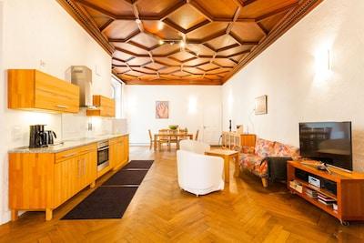 11c - Wohnküche, 50 qm groß, 4m hohe originale Mahagonidecke