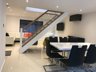 Stylish, modern, spacious fully refurbished getaway