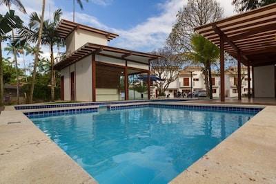 Casa Andorinha no bairro Cabore próximo ao centro com ar e piscina