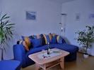 Ferienwohnung in ruhiger Lage mit Terrasse-Wohnzimmer Couch
