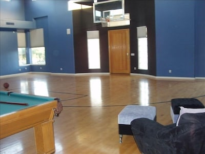 Celebrity Estate House With Indoor Basketball Court Alhambra