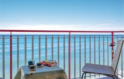 Front de mer de Caronia, Caronia, Sicile, Italie