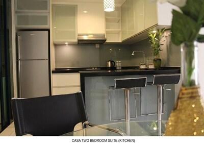 Modern & Urban Shopping Getaway (Casa)