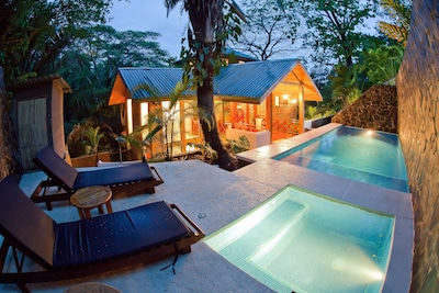 Bali Tree House, Jungle Paradise, Beach & Relaxed life style in Manuel Antonio!