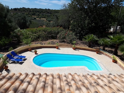 Beautiful 6 p. private villa on a large estate, 10 minutes from the sea
