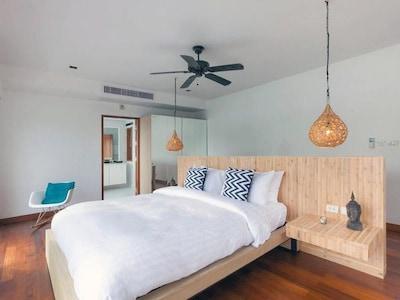Six-Bedroom Villa - Beach Front