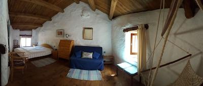 Schlafzimmer mit Hängematte