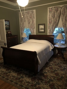 Queen Ensuite Bedroom In A Fully Restored 100 Year Old House Aiken