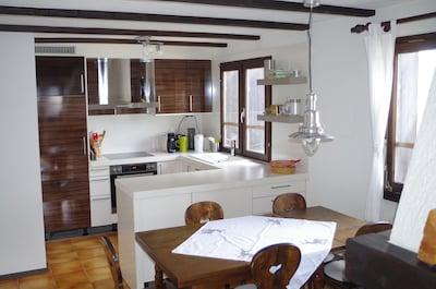 Neue Küche im offenen Wohn-Essbereich