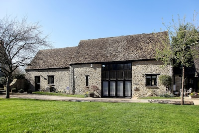 Coach House - converted barn with scenic views