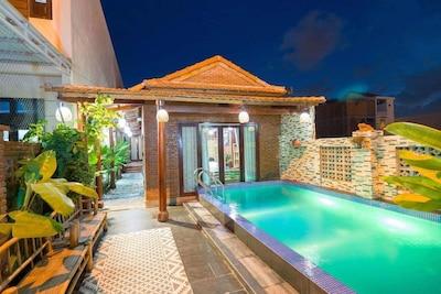 H House Villa Pool
