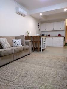 Shabby Chic Hideaway apartment -  Adelaide/ Barossa gateway!