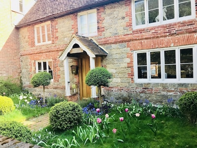 Grade 11 listed large luxury cottage with Goodwood, walks and beaches close by.