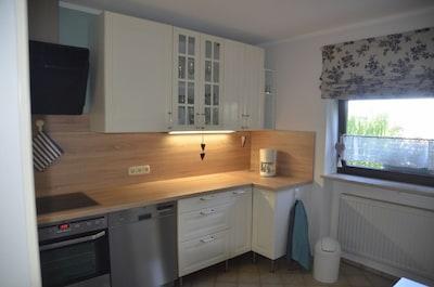 Urlaub im schönen Fichtelgebirge - gemütliche Ferienwohnung für 2 Personen-Küchenzeile, Fenster