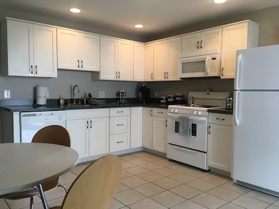 Kitchen - Counter, cabinets and appliances