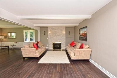 Beautiful 4 bedroom 2 Bathroom  house near Niagara Falls, Canada
