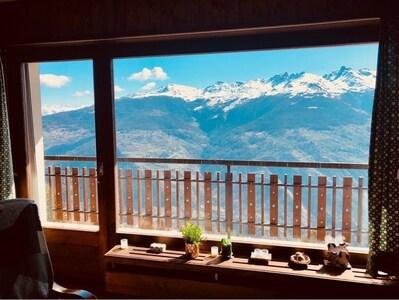 Pueblo y estación de esquí Les Collons, Valais, Suiza