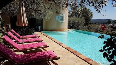 Maison avec piscine,vue panoramique à quelques kilomètres des plages