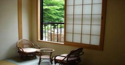 ・ Japanese-style room 8 tatami mats