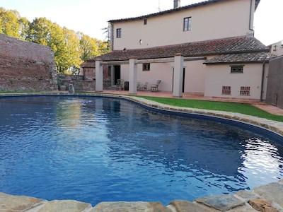 """""""LA STALLA"""" Medieval Resort con piscina """"Maniero del Brunelleschi"""" vicino Pisa"""