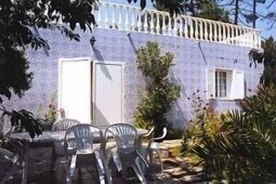 Salon de jardin et jardin