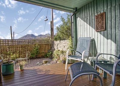 Panoramic views 3 bed, stylish central Snowdonia outskirts of historic town