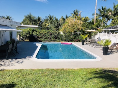 EAST BOCA RATON 1MILE TO BEACH great central location!! PRIVATE POOL