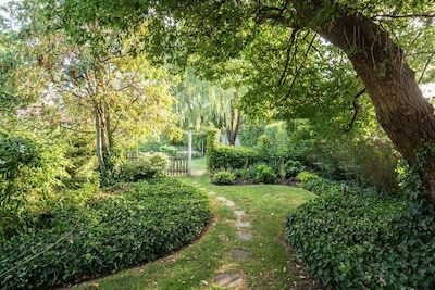 Melt away your stress in the oasis of the magical Secret Garden!