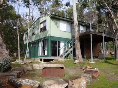 Holiday Home in Halls Gap with Fire Place FSC