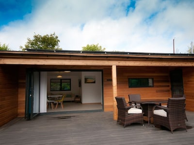 Chy Mena - Contemporary 2 Bedroom Eco Lodge perfectly situated for beach